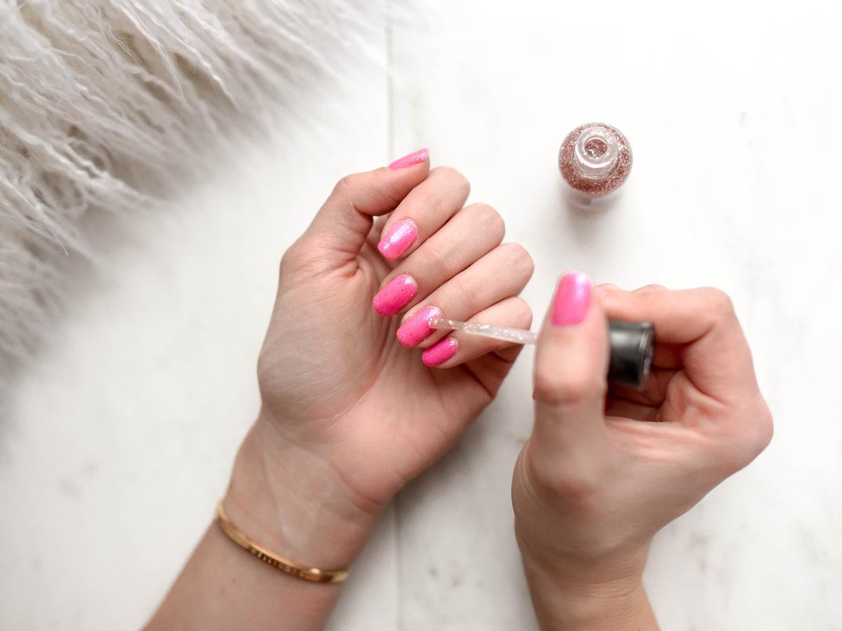 Szybka pielęgnacja paznokci. Lakiery termiczne